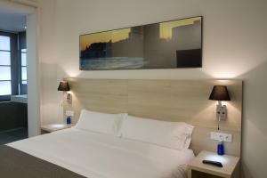 Cama o camas de una habitación en The 8 Boutique B&B