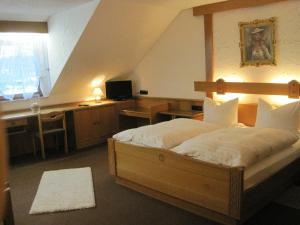 Ein Bett oder Betten in einem Zimmer der Unterkunft Hotel Restaurant Albans Sonne
