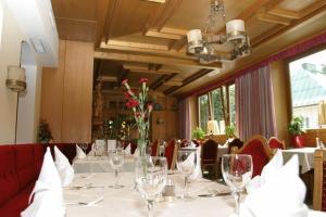 A restaurant or other place to eat at Hotel Völserhof