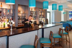 The lounge or bar area at Jurys Inn Plymouth