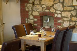A restaurant or other place to eat at The King William IV Country Inn & Restaurant
