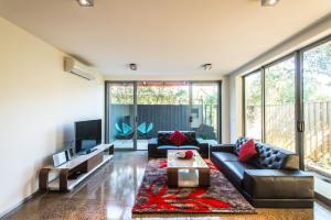 A seating area at Orange Serviced Apartment