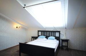A bed or beds in a room at Bonhotel