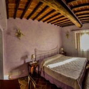 A bed or beds in a room at Il Borgo di Gebbia b&b