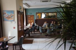 A restaurant or other place to eat at Jacksons Restaurant and Accommodation