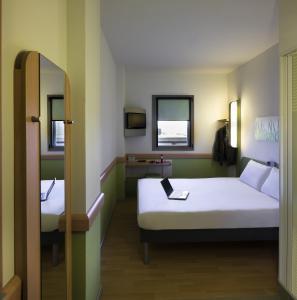 Llit o llits en una habitació de Ibis Budget Madrid Calle 30