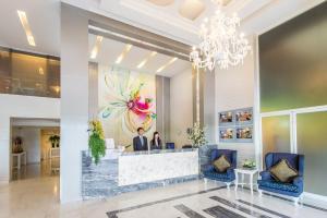 The lobby or reception area at Pratunam City Inn