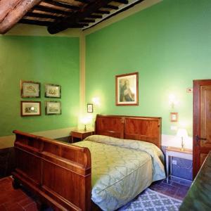 A bed or beds in a room at Castello Del Poggiarello Di Stigliano