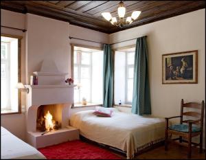 Ein Bett oder Betten in einem Zimmer der Unterkunft Porfyron