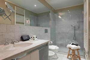 A bathroom at Maison Borella