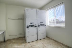 A cozinha ou cozinha compacta de Motel 6-Orlando, FL - International Dr