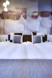 A bed or beds in a room at Comfort Hotel Vesterbro
