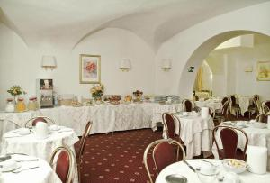 A restaurant or other place to eat at Hotel Daniela