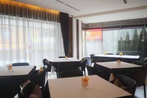 A restaurant or other place to eat at Aqua Bella Hotel