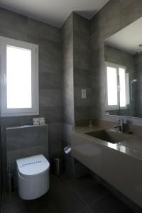 Ванная комната в Dionysos Central