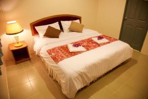 Säng eller sängar i ett rum på Baan Kasirin Resort 2