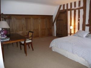 A bed or beds in a room at A la Bergerie