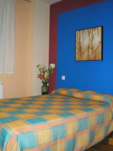 A bed or beds in a room at Apartamentos Augusta Centro