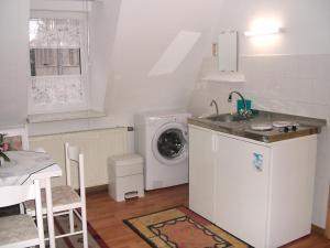 Küche/Küchenzeile in der Unterkunft Karin's behagliche Ferienwohnung