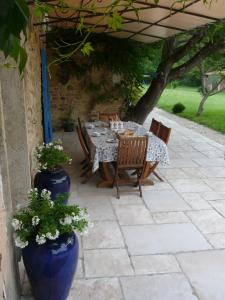 A porch or other outdoor area at Le Mas Saint Jacques