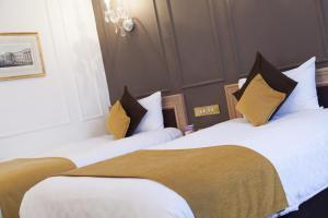 Uma cama ou camas num quarto em Thistle London Hyde Park Lancaster Gate