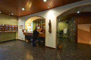 The lobby or reception area at Hotel Abat Cisneros Montserrat