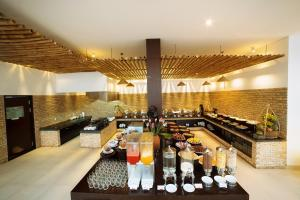 Ein Restaurant oder anderes Speiselokal in der Unterkunft Hoi An Beach Resort