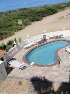 A view of the pool at Landslake Apartments or nearby