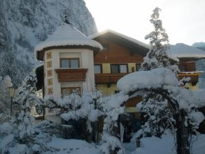 Gasthof Pension Hirlatz during the winter