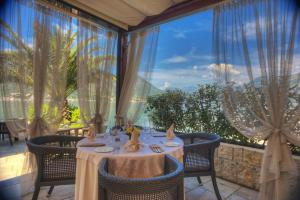 A restaurant or other place to eat at Hotel Forza Mare
