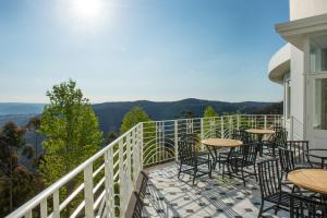 A balcony or terrace at Hydro Majestic Blue Mountains