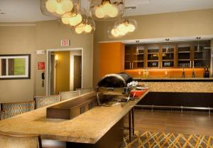 A kitchen or kitchenette at TownePlace Suites by Marriott San Antonio Downtown