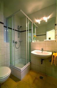 Ein Badezimmer in der Unterkunft Traveller Hotel