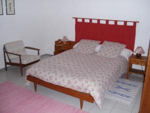 A bed or beds in a room at B&B L'Escou