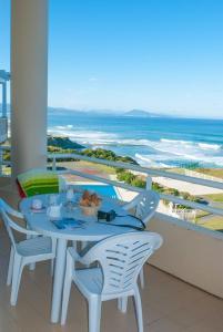 A balcony or terrace at Résidence Mer & Golf Eugénie