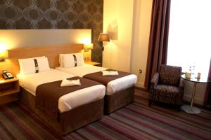 A bed or beds in a room at Holiday Inn Darlington-A1 Scotch Corner