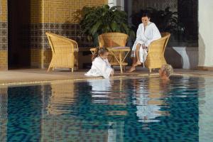 Der Swimmingpool an oder in der Nähe von Hotel Frauenberger