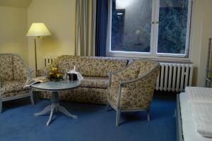 Ein Sitzbereich in der Unterkunft Hotel Frauenberger