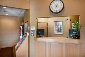 The lobby or reception area at Super 8 by Wyndham Alton