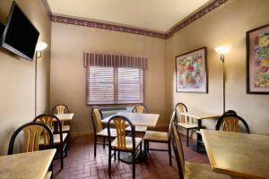 A restaurant or other place to eat at Super 8 by Wyndham Alton