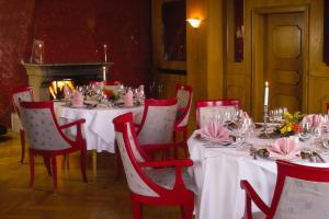 Ein Restaurant oder anderes Speiselokal in der Unterkunft Hotel Frauenberger