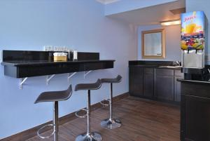 A kitchen or kitchenette at Americas Best Value Inn Hollywood