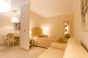 A bed or beds in a room at Residenza Marchesi Pontenani