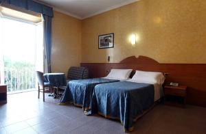 A bed or beds in a room at Hotel Baltico