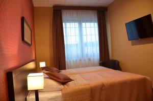 Łóżko lub łóżka w pokoju w obiekcie Hotel Pik
