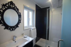 Uma casa de banho em Thomar Story - Guest House