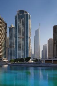 The swimming pool at or close to Mövenpick Hotel Jumeirah Lakes Towers Dubai