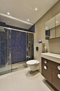 A bathroom at Vasilikis House