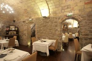 A restaurant or other place to eat at Hotel Rural Bidean