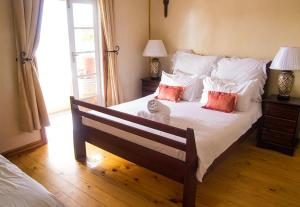 A bed or beds in a room at Simon's Town Boutique Backpackers